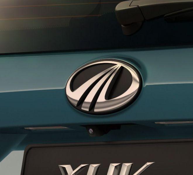 Automotive Mahindra XUV300 Exterior-11